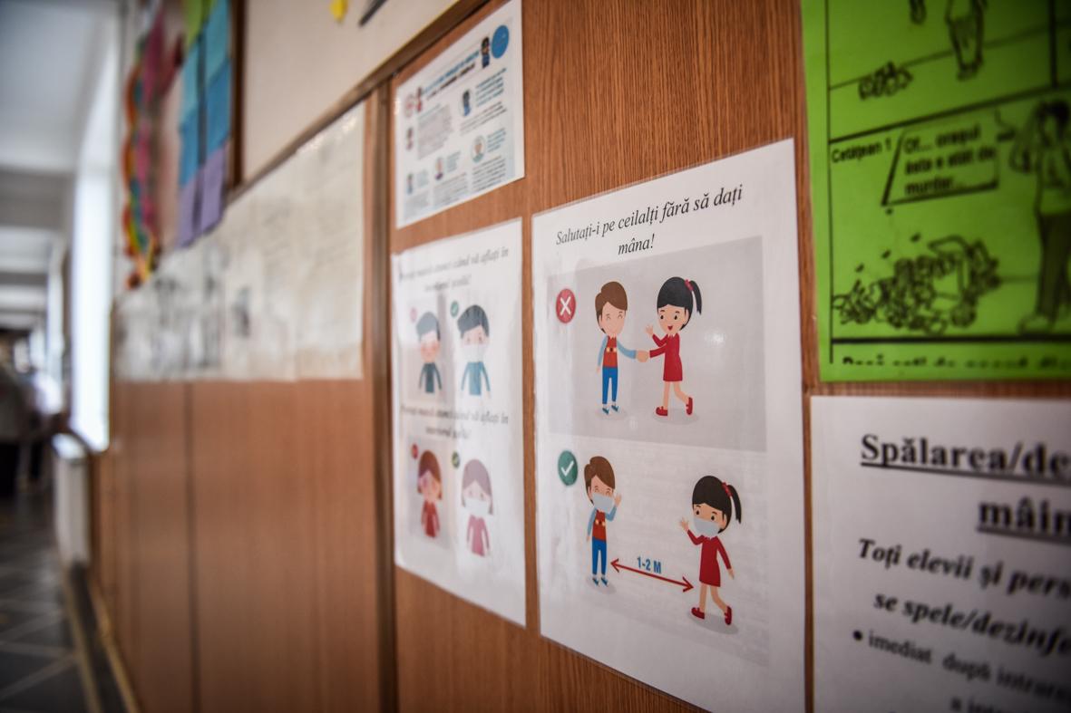 Noi cursuri suspendate parțial în trei școli din Sibiu