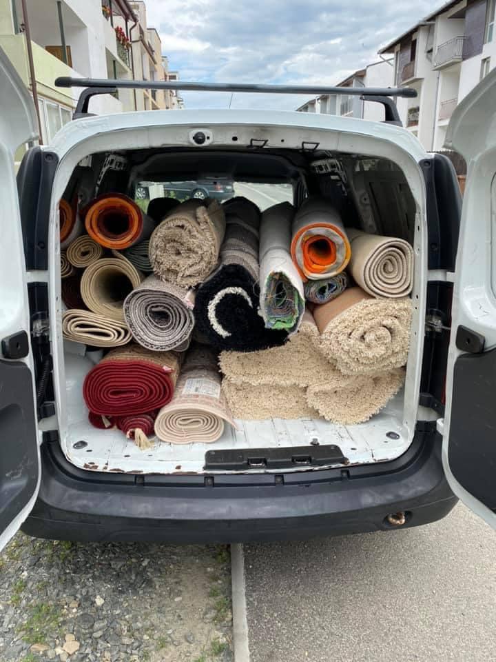 Mică afacere în carantină: O spălătorie preia covoarele sibienilor direct de acasă