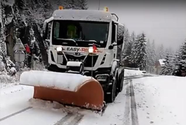 Peste 50 de tone de sare s-au folosit pentru deszăpezirea drumurilor naționale și a autostrăzilor din Sibiu
