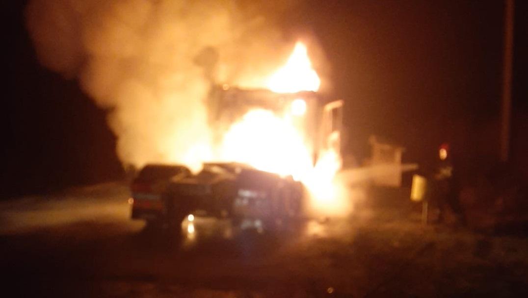 Un cap tractor a luat foc în mers, între Copșa Mică și Blaj