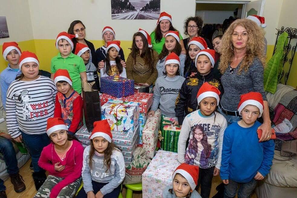 """Proiectul """"Cutia cu cadouri"""" are nevoie de ajutorul oamenilor cu suflet pentru ca 19 copii să simtă bucuria sărbătorilor"""