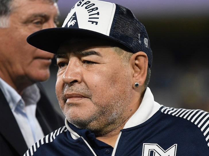 A murit marele fotbalist Diego Armando Maradona