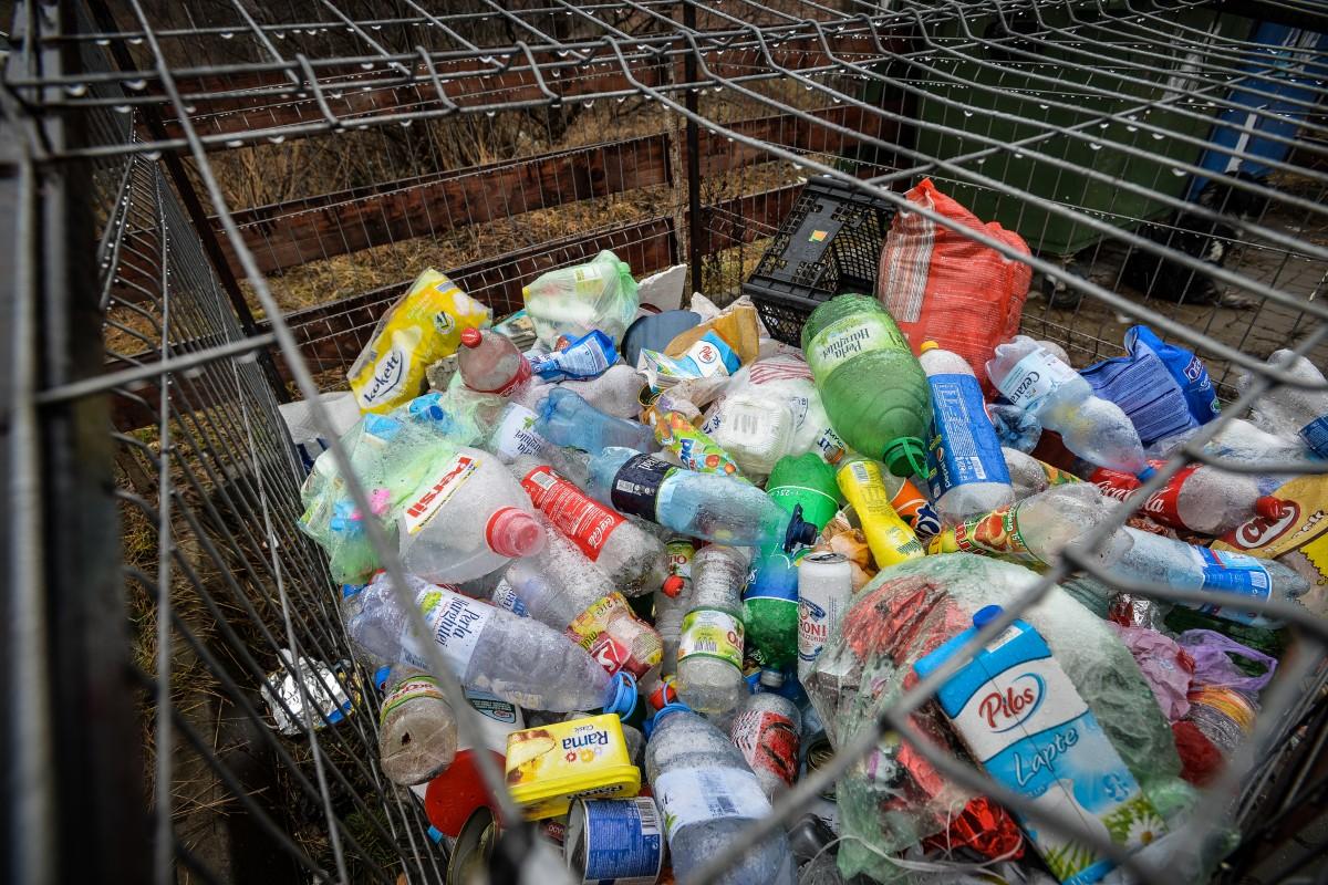 Cum putem reduce consumul de plastic? A.D.I. Eco oferă sibienilor câteva soluții