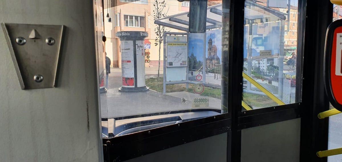 """Autobuz fără dezinfectant, în pandemie. Tursib: """"Uneori dozatoarele dispar cu totul"""""""