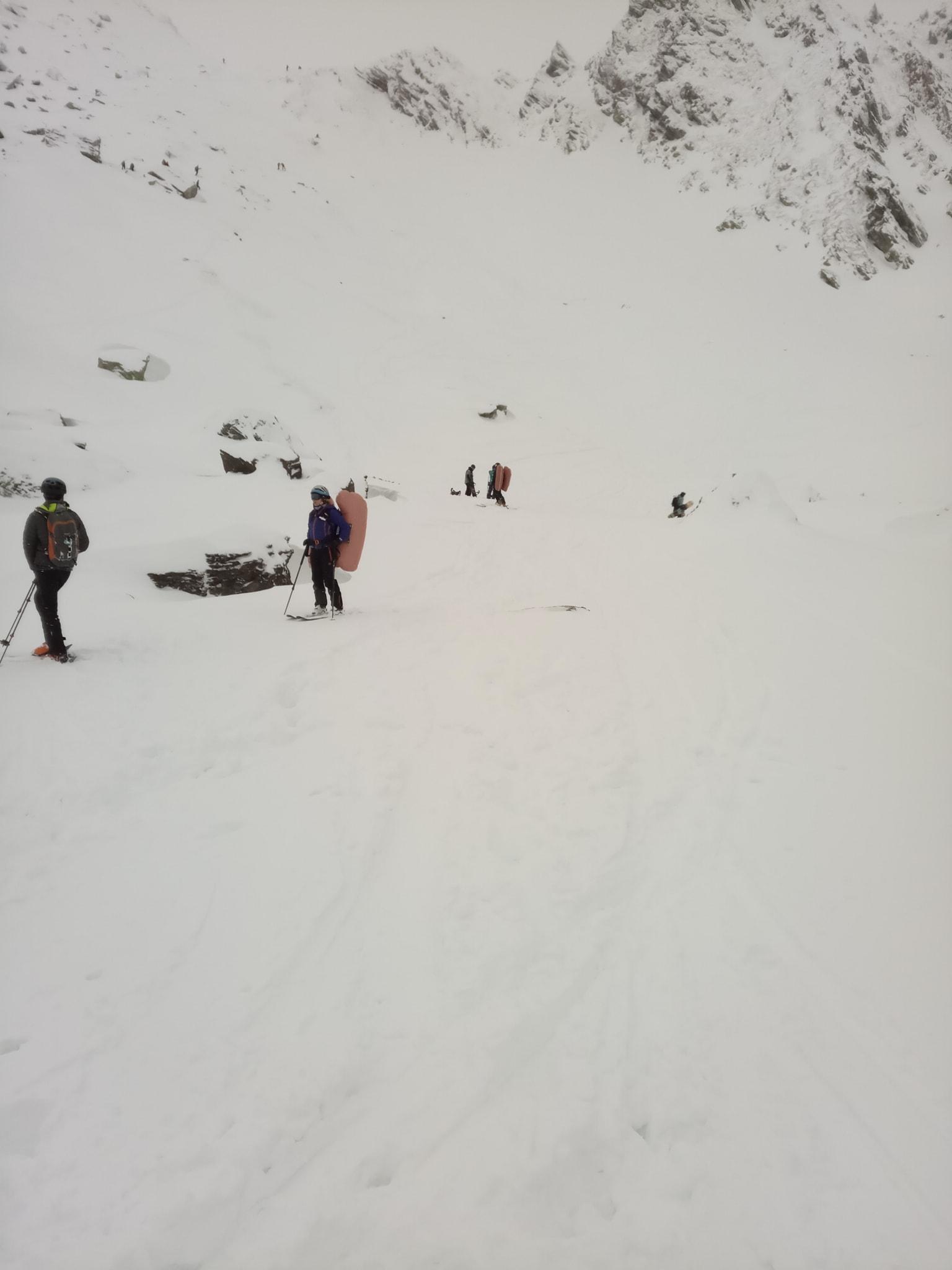Salvamont Sibiu: doi schiori, prinși de o avalanșă. Au reușit să se salveze singuri
