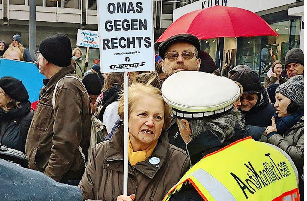 """6.000 de bunici germani, conduși de o sibiancă împotriva extremismului. """"Dacă tăcem cu toții, se întâmplă din nou..."""""""