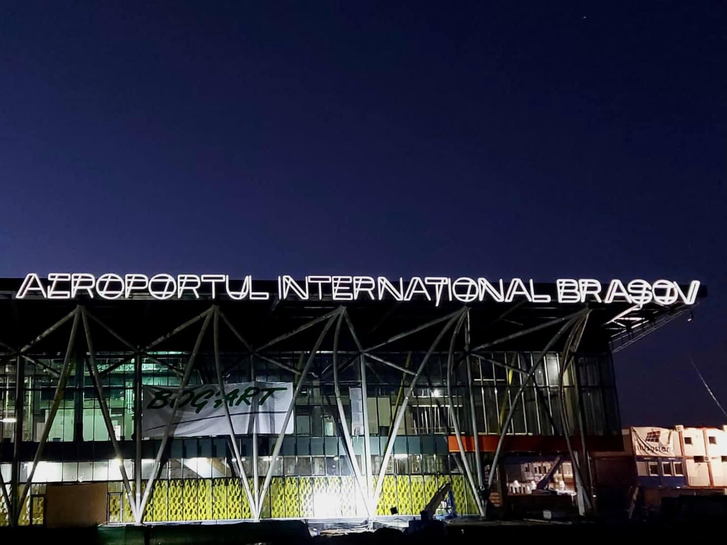 În septembrie 2021 va fi primul zbor de pe Aeroportul Brașov. Posibile destinații: Londra, Munchen, Roma şi Viena