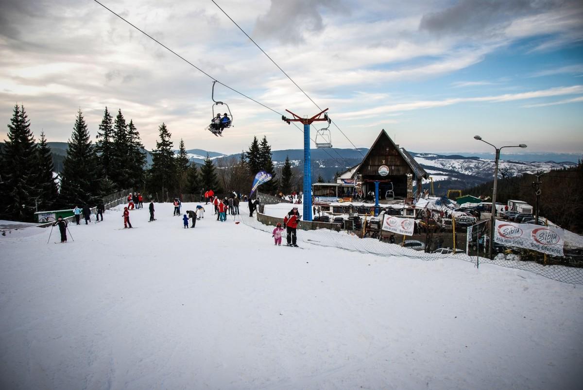 """Recomandările Salvamont Sibiu către cei care vor să schieze în afara pârtiilor amenajate: """"Echipați-vă corespunzător"""""""