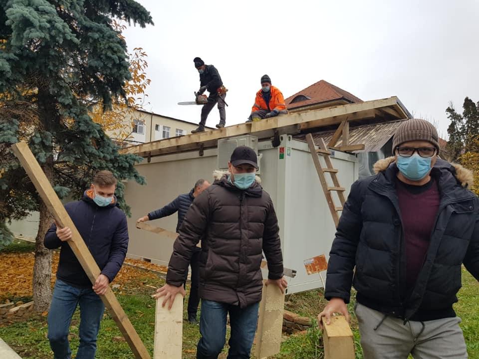 Ajutor de 10.000 de euro: structurile modulare de la Spitalul Județean, acoperite cu donații și voluntariat
