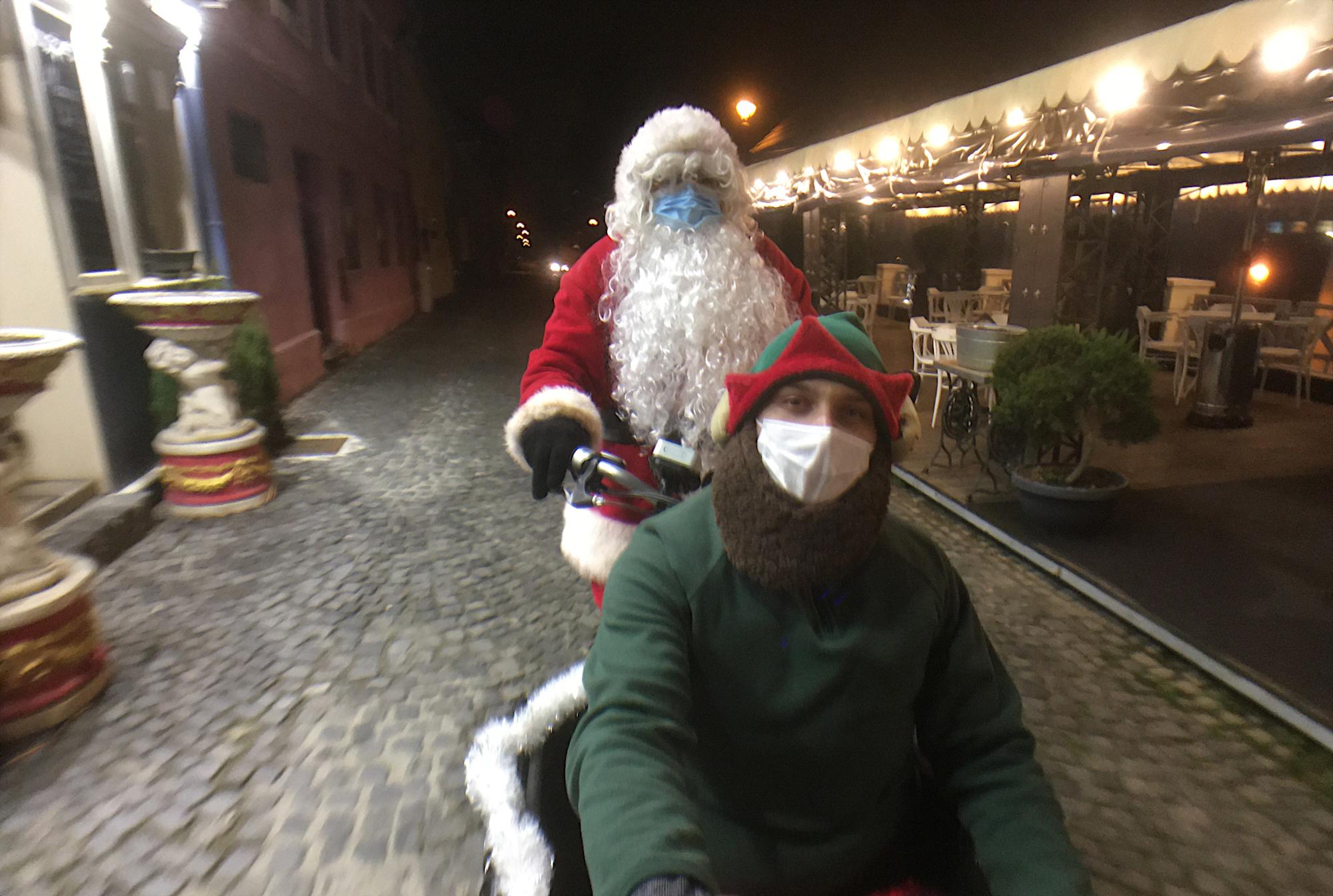"""Moș Crăciun a ajuns deja în Sibiu! """"Am apreciat mult fiecare claxon primit, la Polul Nord nu prea auzim claxoane"""""""
