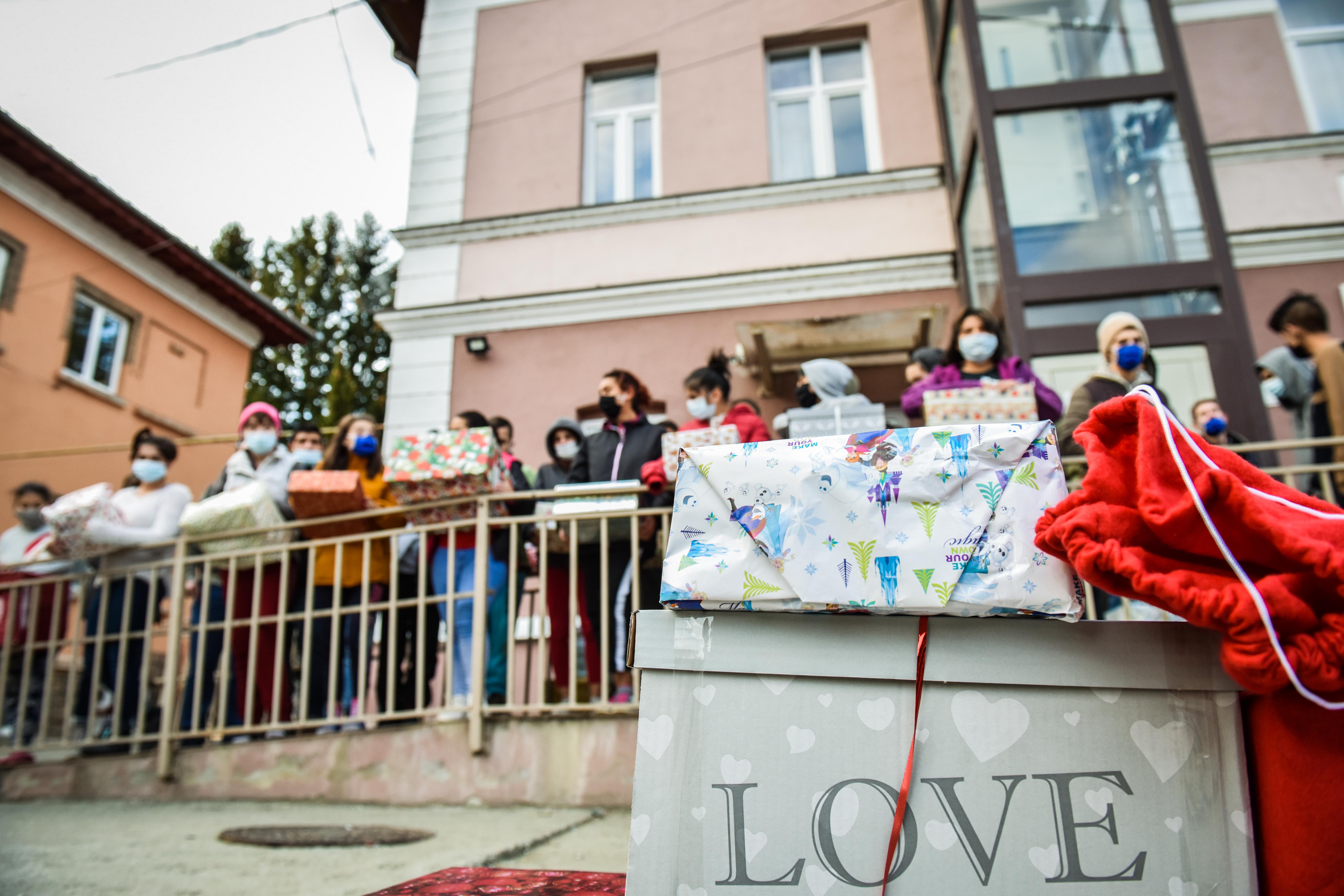 """Aproape 50 de copii de la Centrul de plasament Turnu Roșu simt bucuria Crăciunului datorită angajatilor E.ON Sibiu: """"Am vrut să facem mai mult"""""""