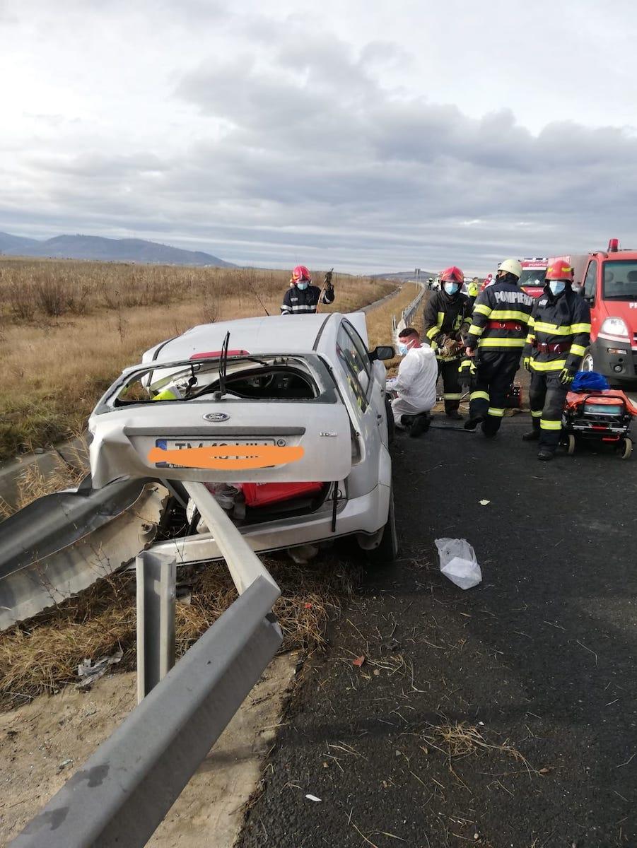 Accident pe autostrada A1. Un șofer neatent a intrat cu mașina în parapet