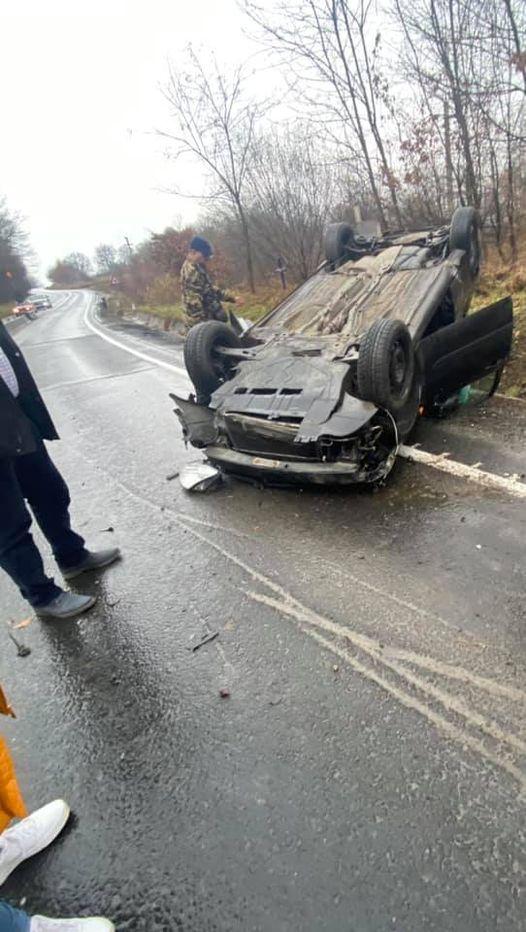 Un medieșean s-a răsturnat cu mașina pe DN1. Pasagera din dreapta a ajuns la spital