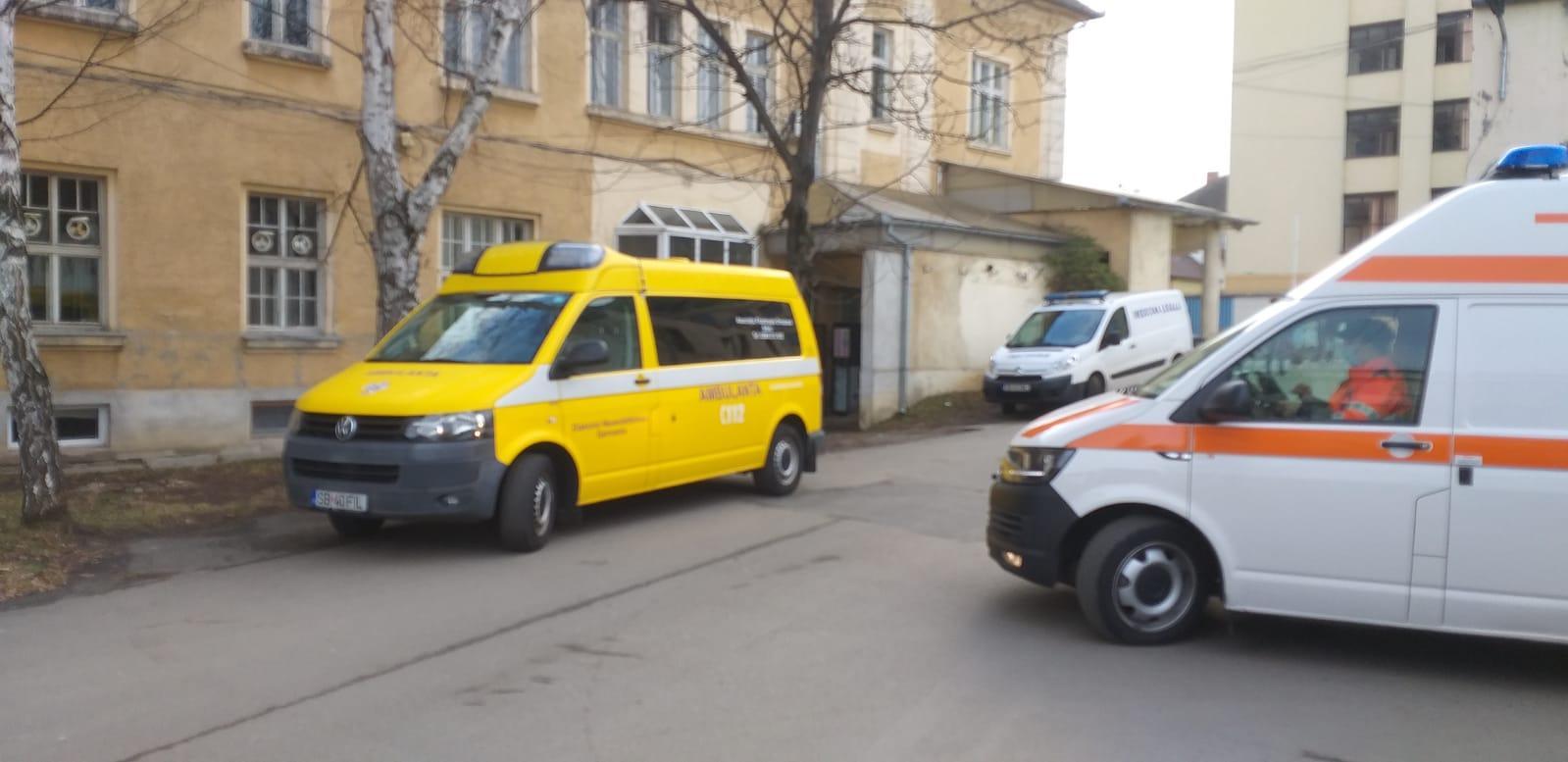 AFOS pune la dispoziția Spitalului Județean o ambulanță care transferă bolnavii cu Covid între secții