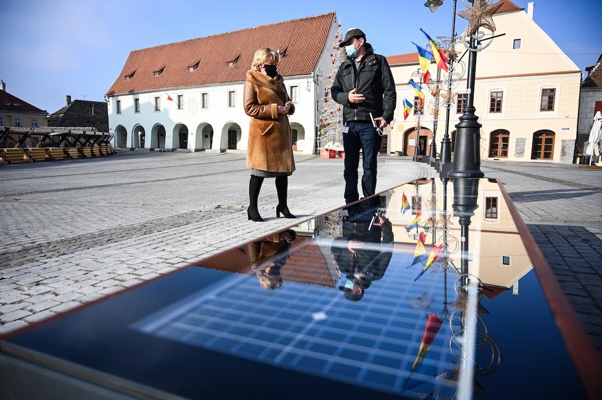 Primăria Sibiu: Bănci smart în Piața Mică