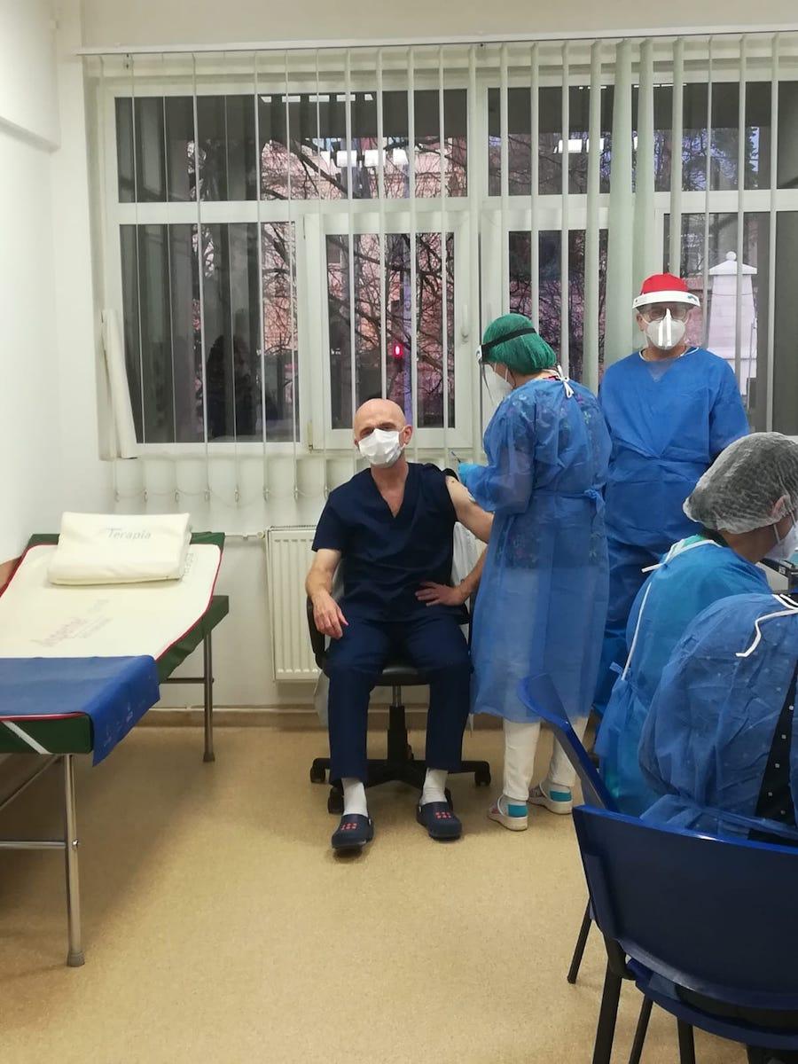 975 doze de vaccin anti-COVID au fost aduse la Sibiu. Vor fi administrate în primele zile ale lui 2021