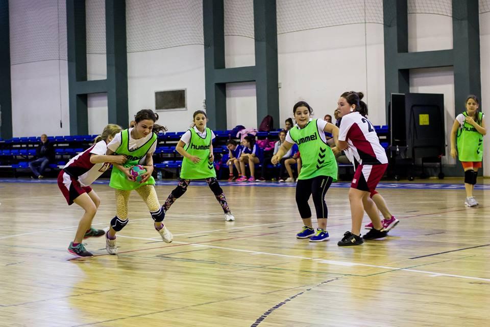 """Turneu de minihandbal, în Sala """"Transilvania"""". Se sărbătoresc 95 de ani de handbal sibian"""