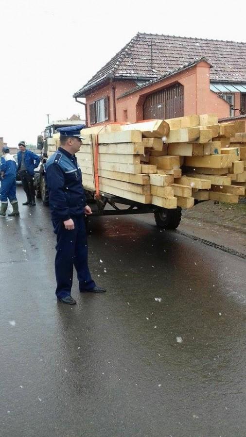 O firmă care nu poate justifica sute de metri cubi de lemn, amendată cu 20.000 de lei de polițiștii sibieni