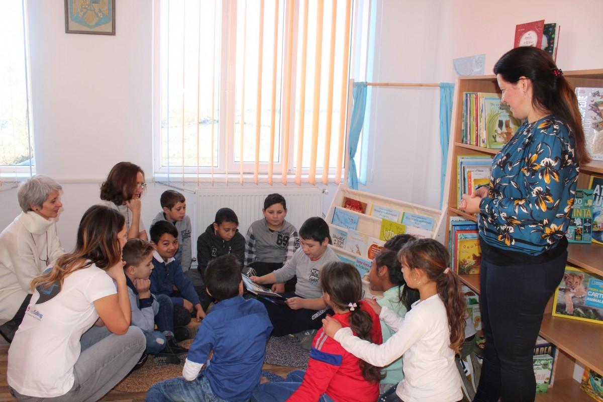 Copiii de la Rusciori au de azi o nouă bibliotecă școlară