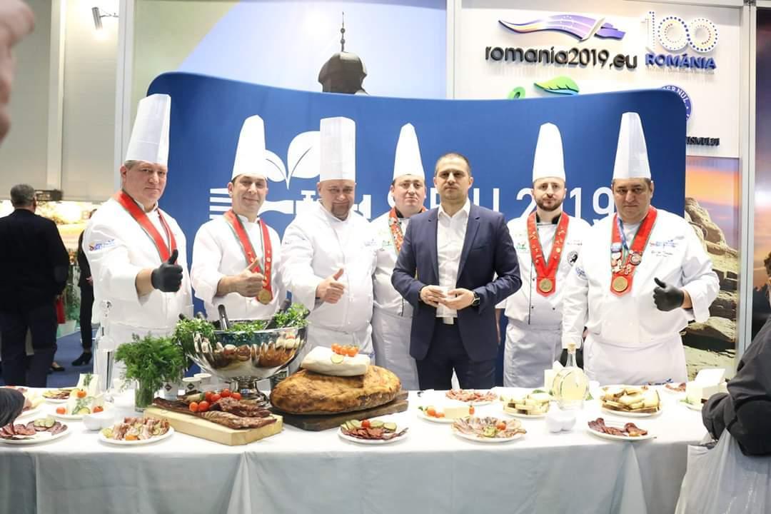 Cine sunt bucătarii cu care s-a dus Sibiul la Târgul de Turism? Doi din Iași, câte unul din Cluj, Brașov și Sibiu