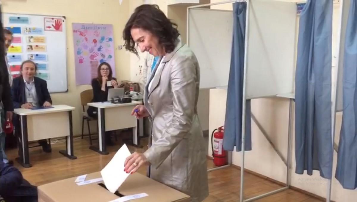 """VIDEO Carmen Iohannis a votat la Sibiu. """"Sunt optimistă"""""""