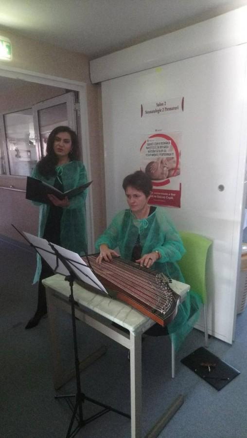 FOTO Minirecital de cântece de leagăn, pentru prematurii Maternității Sibiu