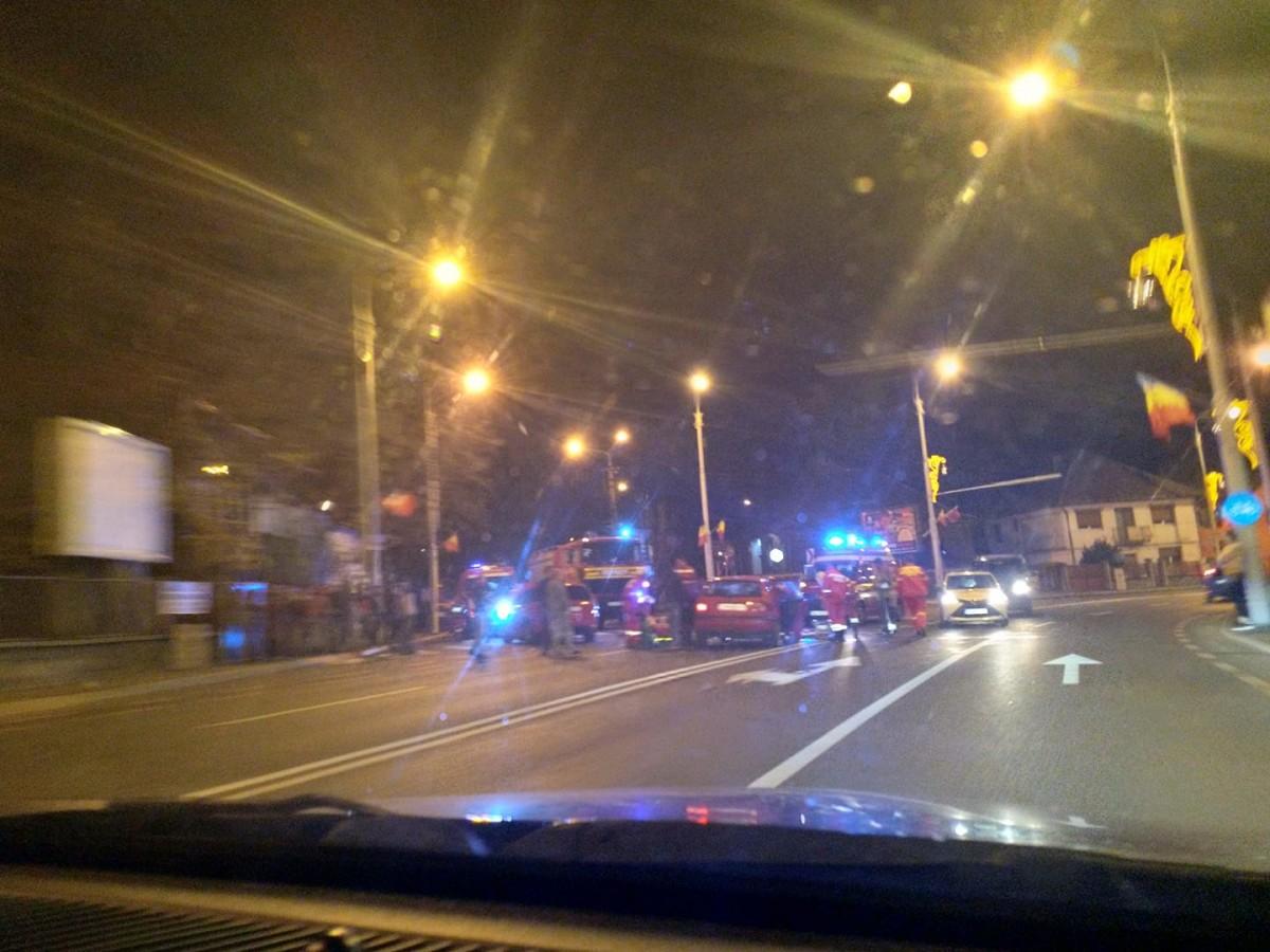 Coliziune între două mașini, pe Șoseaua Alba Iulia. Un bărbat este rănit