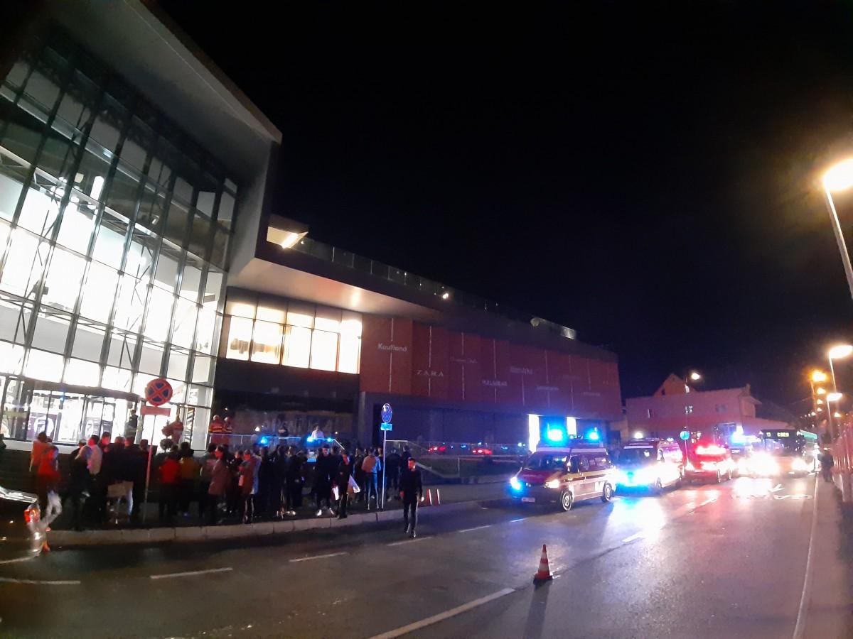 ACTUALIZARE Noul mall, evacuat.Cincipersoaneau ajunsla spital FOTO VIDEO
