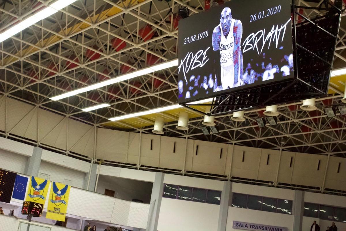 8:24. Omagiu adus lui Kobe in timpul meciului CSU - Steaua