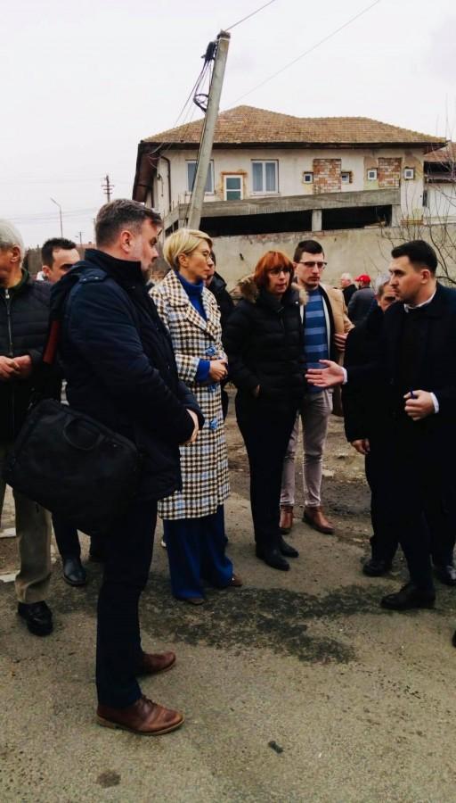 """Vicepremierul Raluca Turcan la Tălmaciu: """"Verific personal fiecare proiect asumat pentru Sibiu"""""""