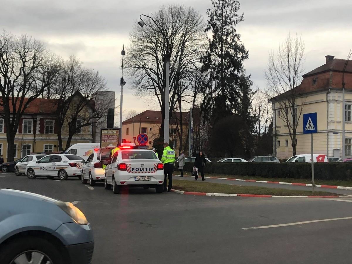 Femeieaccidentată pe trecere, în apropiere de centrul orașului