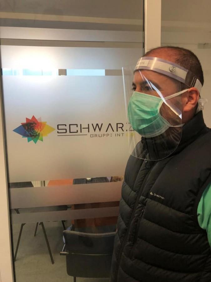 O firmă din Sibiu se reprofilează în vremea coronavirusului. Creează viziere pentru medici