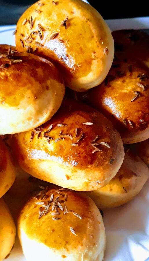 Rețete de izolare: Pâinici de #statacasă, de la Emilian Vârlescu