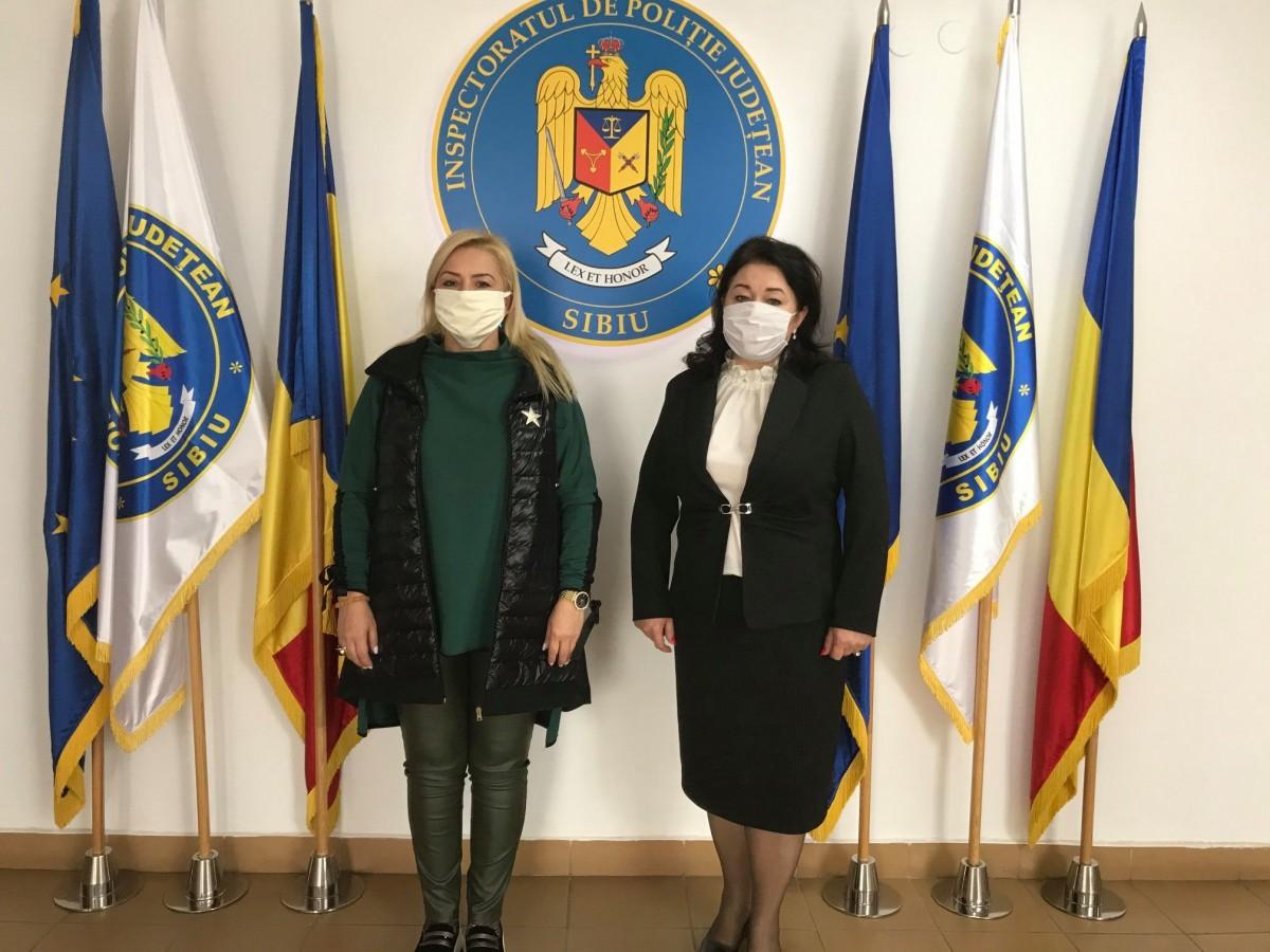 Asociația Femeilor din Transilvania a donat echipamente de protecție polițiștilor sibieni