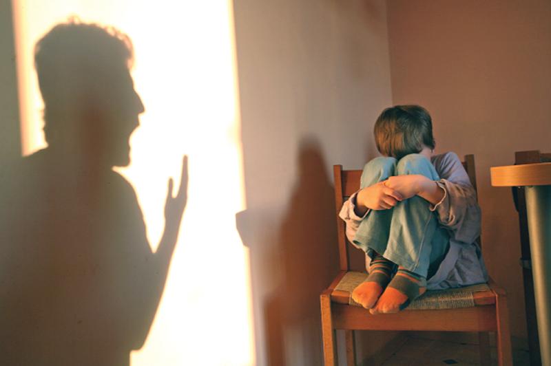 În medie, un copileste abuzatla fiecare 2 zile în Sibiu. Fiecare al patrulea caz raportat este confirmat