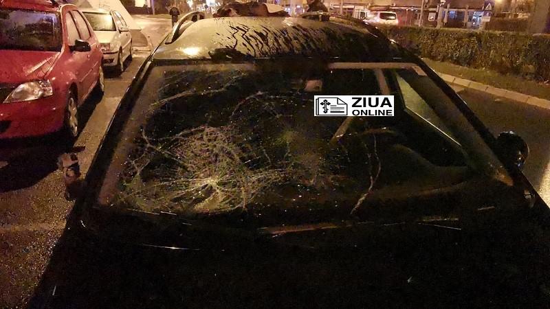 Un șofer băut a scăpat mașina de sub control și arănit grav doi oameni pe trotuar
