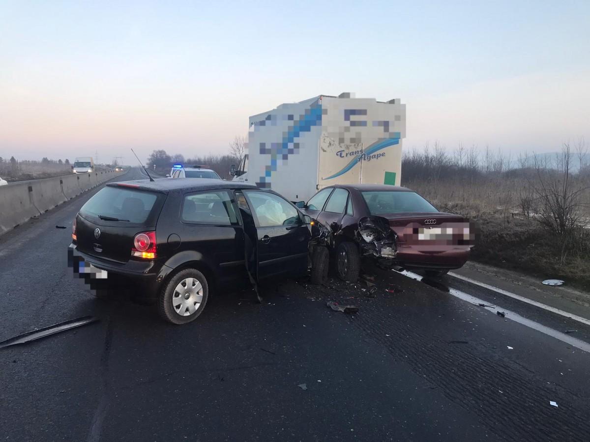 Accident în lanț la Veștem. Patru mașini avariate și trei răniți