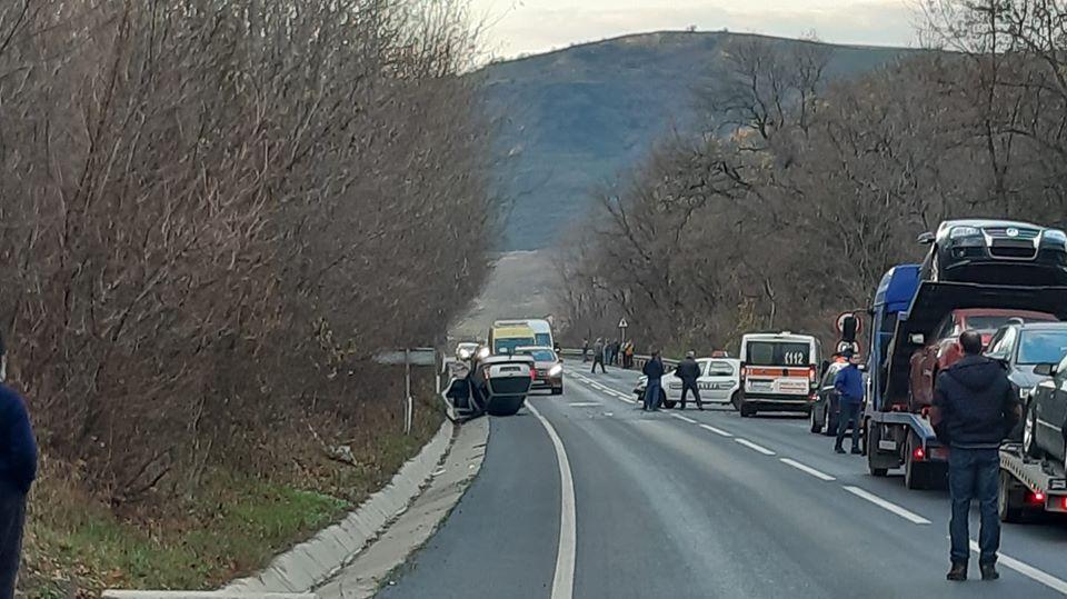 Un șofer neatent afăcut accident cu mașina poliției
