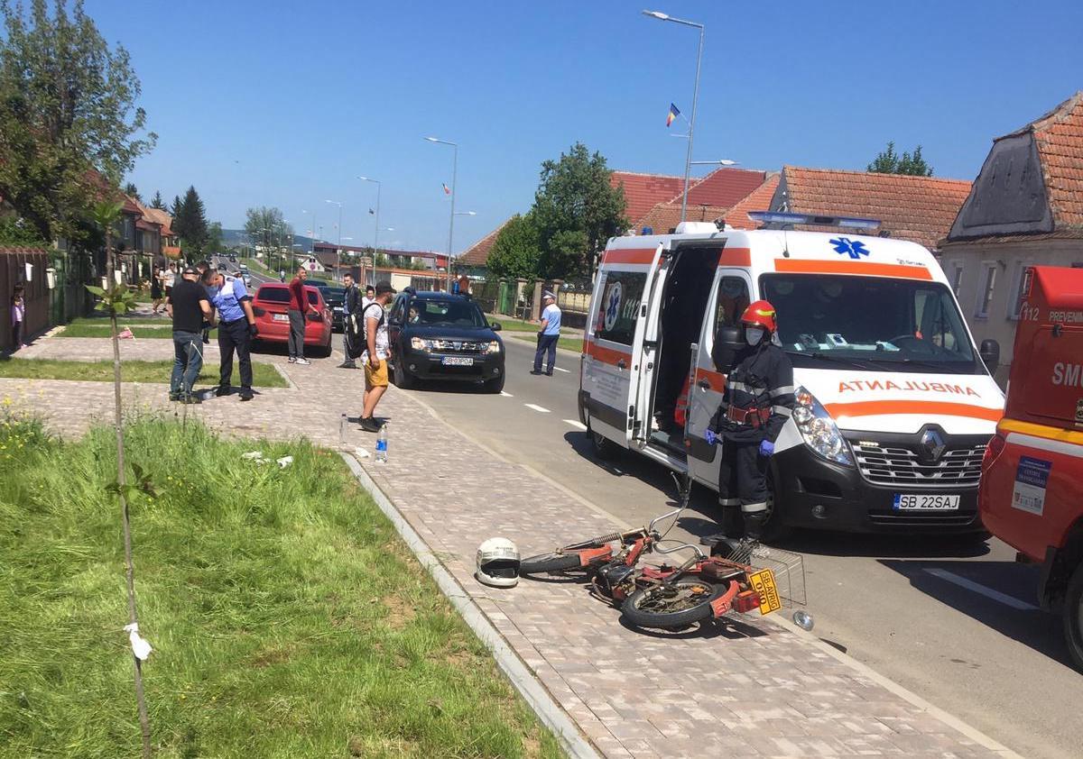 """Accident: un """"mopedist"""" neatent a fost lovit din spate de un autoturism"""