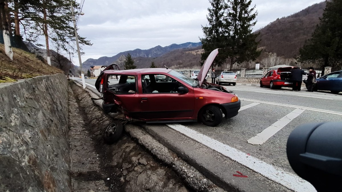 Trafic alternativ pe Valea Oltului, din cauza unui accident petrecut în dreptul mânăstirii Cozia