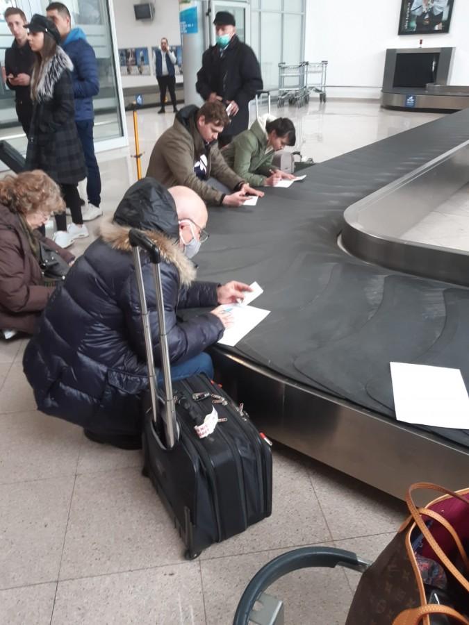 DSP Sibiu: Pasagerii care au venit de la Memmingen și Stuttgart la Sibiu pot ieși din izolare