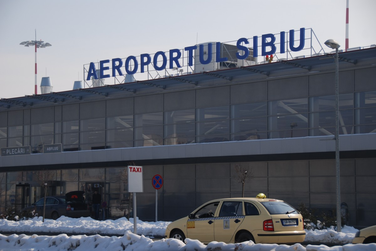 Aeroportul Sibiu: Zboruri au fost anulate sau deviate, din cauza vremii