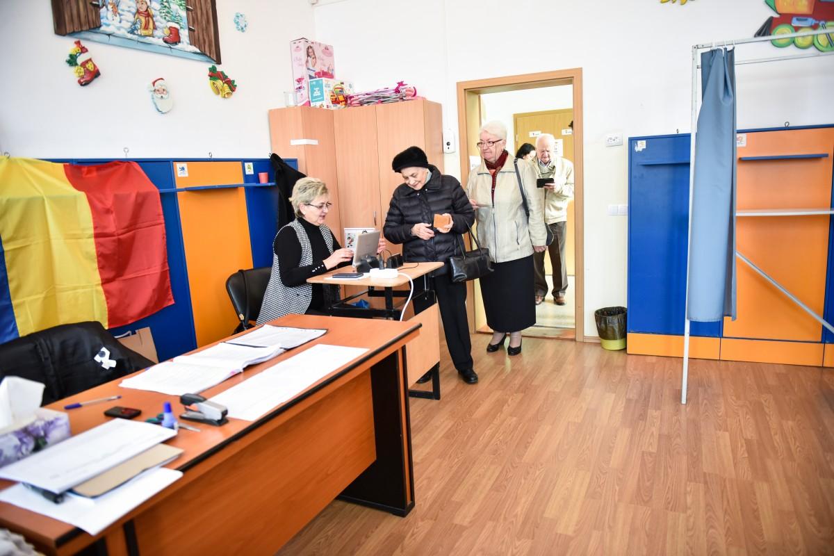 Cine sunt sibienii care au votat până acum: 64% au peste 45 de ani