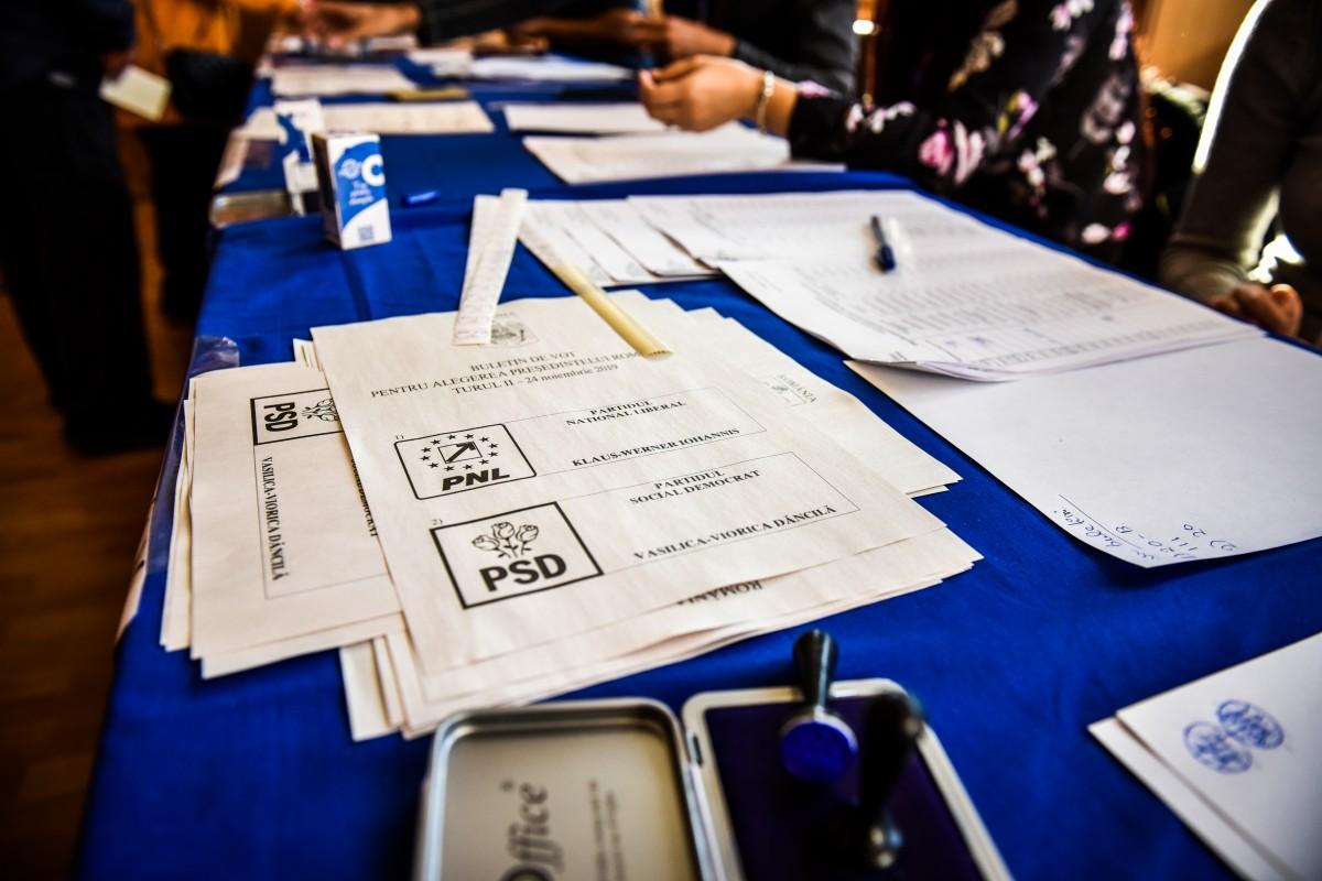 BEJ Sibiu: președinta unei secții de vot a fost îndepărtată din secție, după ce a permis votul multiplu