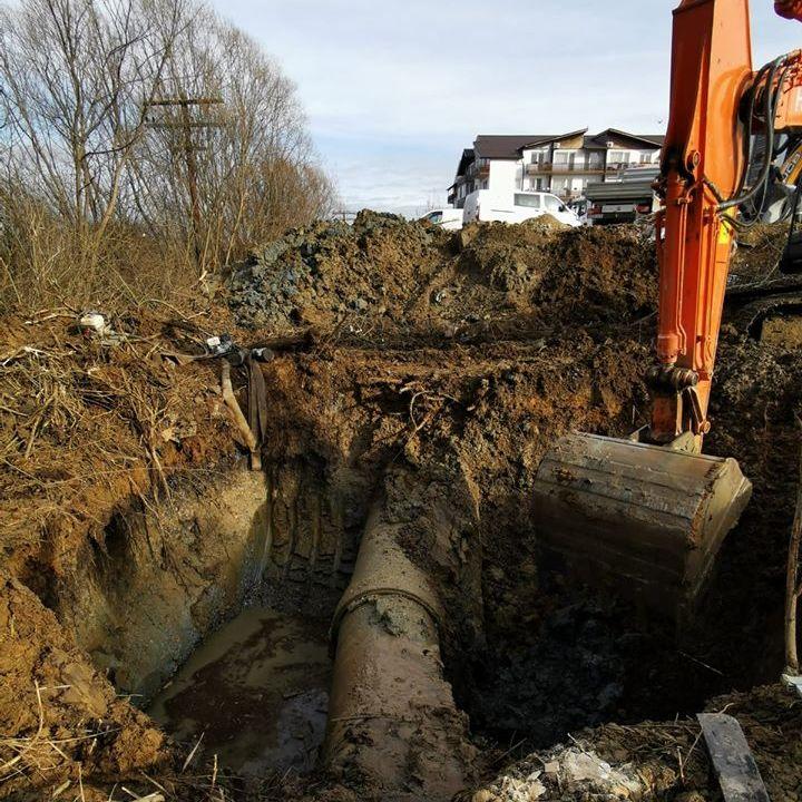 Lucrări la rețeaua de transport a apei pe strada Săcel, cu afectarea furnizării în mai multe cartiere ale Sibiului
