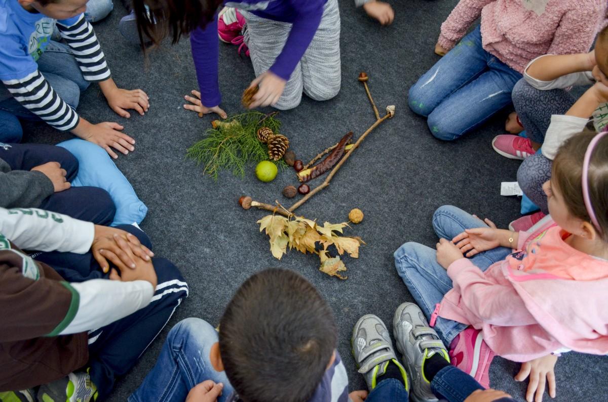 Asociația de Poveste propune terapia prin artă pentru copiii de la centrul de plasament din Turnu Roșu