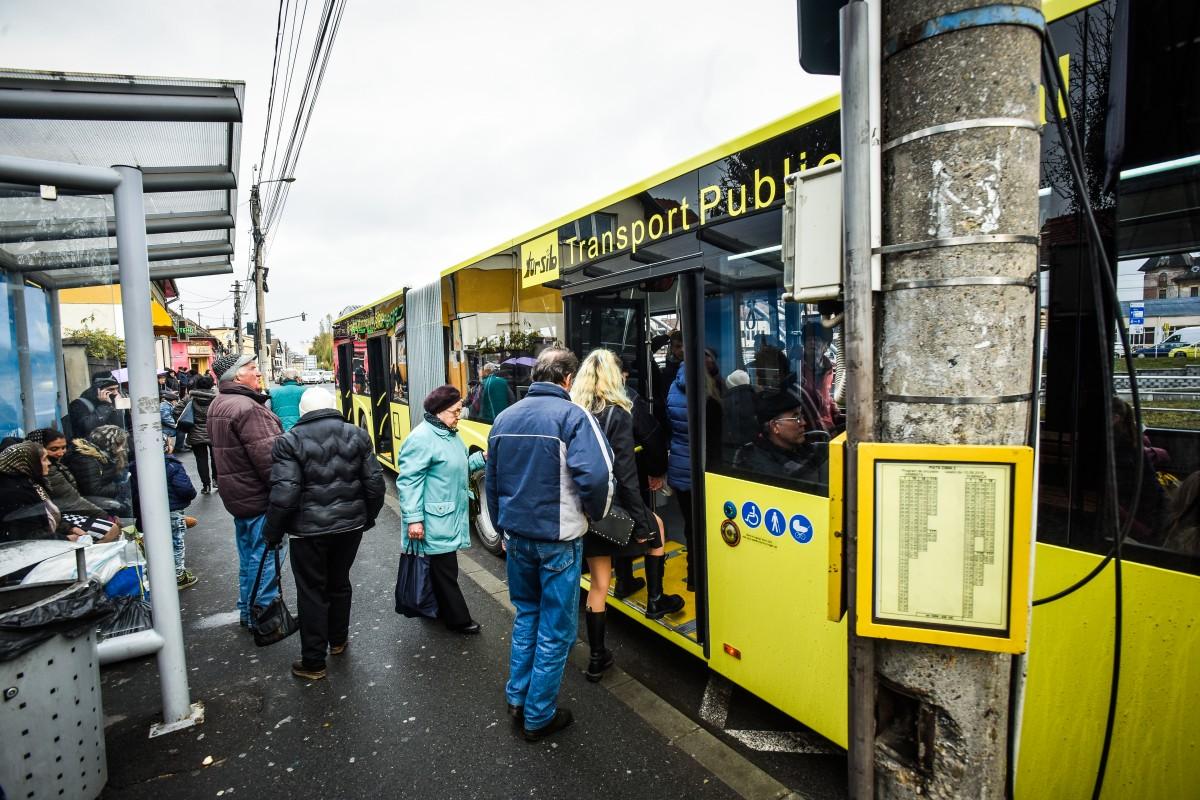 Ce se fură din autobuzele Sibiului: telefoane, carduri și 14 mii de dolari