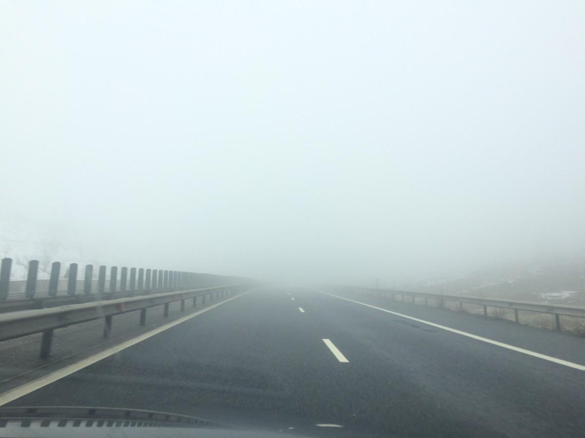 Atenție dacă plecați la drum: Cod galben de ceață în județul Sibiu