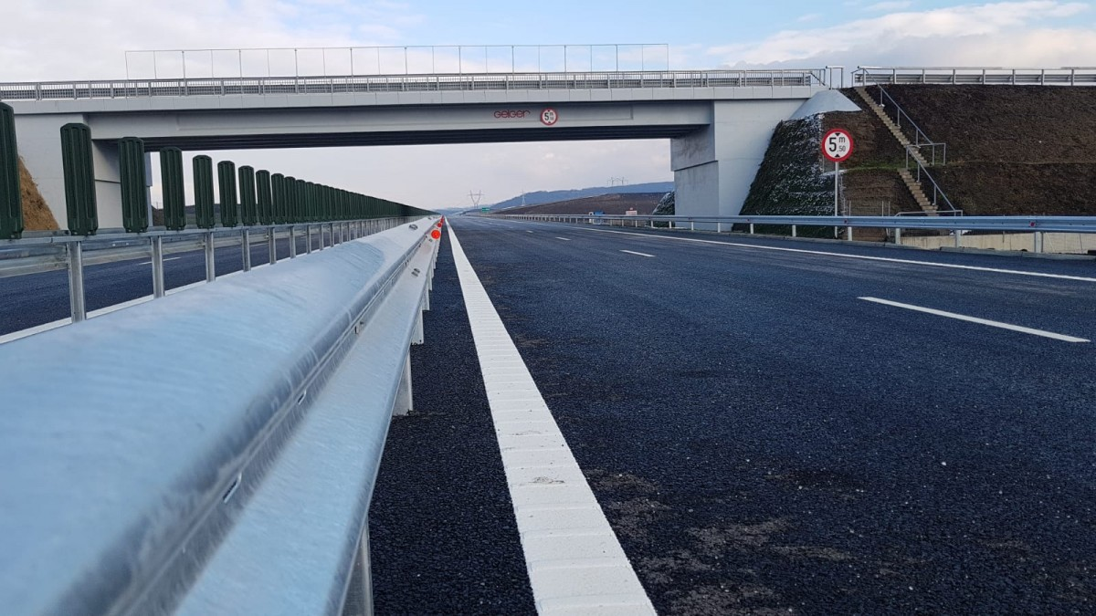 VIDEO-De la Sibiu până la granița de vest mai rămân doar 13 km fără autostradă