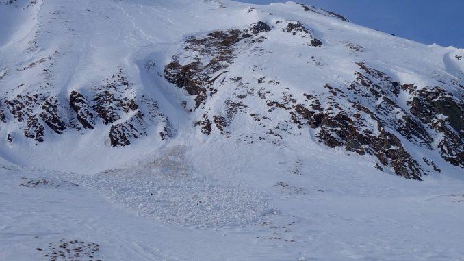 Stratul de zăpadăajunge la aproape 40 de cm la Bâlea Lac